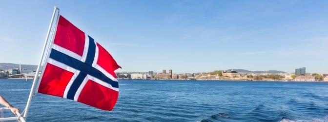 Mit dem Auto unterwegs in Norwegen: Welche Verkehrsregeln wichtig sind, verrät dieser Ratgeber.