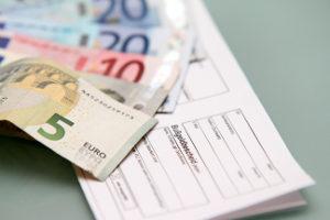 Das Fahren ohne gültige Umweltplakette wird mit einem Bußgeld in Höhe von 100 Euro geahndet.