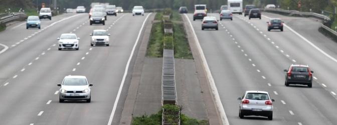 Das Gerät CG-P50E deckt Abstandsverstöße auf der Autobahn auf.