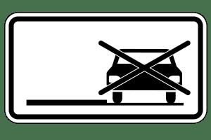 Das Parken auf dem rechten Seitenstreifen wird durch dieses Zusatzschild, etwa unter einem Halteverbotsschild, untersagt.