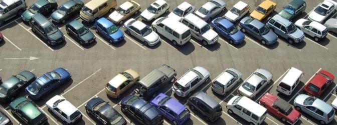 Das Parken auf einem Privatparkplatz kann einen Strafzettel nach sich ziehen – etwa auf einem Supermarktparkplatz.