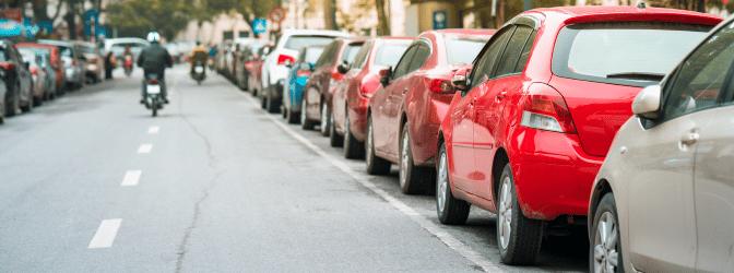 Parken: Die zweite Reihe sollten Sie freilassen, um Bußgelder zu vermeiden.