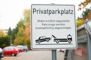 Die Parkplatzordnung auf einem Privatparkplatz wird vom Betreiber festgelegt.