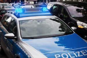 Melden Sie der Polizei zu spät, dass Sie ein Auto angefahren haben. liegt Fahrerflucht vor. Die Strafe wird aber verringert.