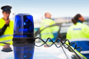 Der Polizist schockt Gaffer mit dem Angebot, den Unfalltoten fotografieren zu dürfen.