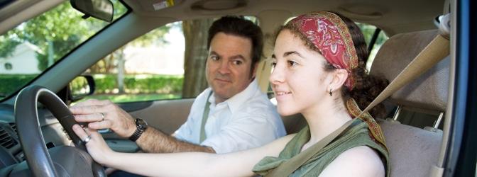 Praktische Prüfung: Wenn der Fahrlehrer eingreifen muss, ist der Prüfling durchgefallen.