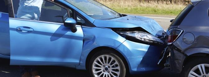 In der Probezeit mit frischem Führerschein direkt einen Unfall gebaut? Die Ursache bestimmt über die Folgen.