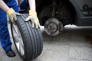 Die Profiltiefe der Reifen selber zu messen, ist nicht schwer.