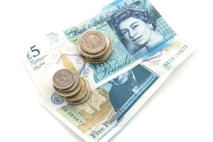 Es droht eine hohe Geldbuße, wenn Sie die Promillegrenze in Großbritannien überschreiten.