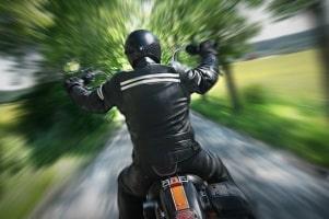 Die in Deutschland geltende Promillegrenze ist auch auf dem Motorrad einzuhalten.