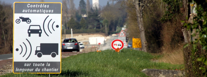 Auf Radar-Blitzer wird in Frankreich zumeist hingewiesen.