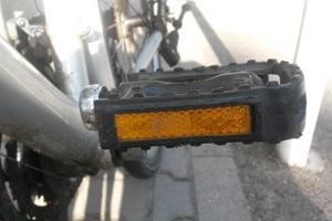 Um das Radfahren im Winter sicherer zu machen, sollten Sie Reflektoren anbringen.