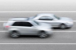 Bei mehr als drei Fahrstreifen für eine Richtung ist das Rechtsfahrgebot auf der Autobahn nicht zwingend.