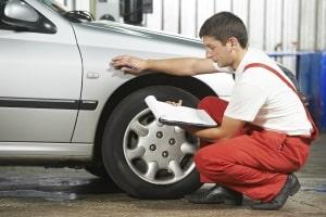 Bei der Regulierung von Verkehrsunfällen haben Geschädigte oft das Recht, einen unabhängigen Gutachter heranzuziehen.