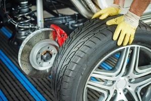 Reifen und Felgen müssen zueinander passen. Bei Zweifeln lohnt es sich, einen Fachmann zu fragen.