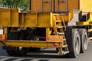 Reifen für Lkw unterscheiden sich hinsichtlich der Achse, an der sie montiert werden, und des Einsatzes des Lkw.