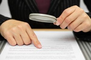 Bei der Akteneinsicht kann der Rechtsanwalt auch die Bedienungsanleitung des RIEGL LR90-235P einsehen.