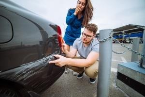 Sind Sie Opfer einer Sachbeschädigung mit Fahrerflucht geworden, ist es versicherungstechnisch oft erforderlich, eine Anzeige aufzugeben.