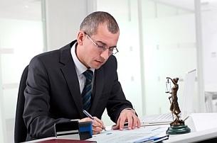 Anspruch auf Schmerzensgeld? Ein Rechtsanwalt kann die Höhe einschätzen.