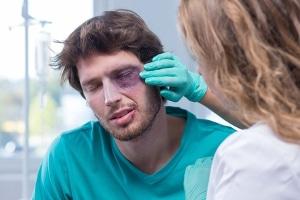 Die Zahlung von Schmerzensgeld steht oft mit Straftaten im Zusammenhang.