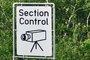 Die Section Control in Niedersachsen wird mit Hilfe von Schildern angekündigt