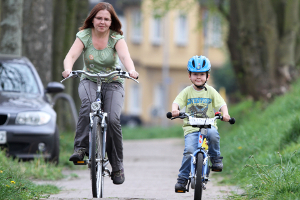 Welcher Seitenabstand muss beim Überholen von Radfahrern eingehalten werden?