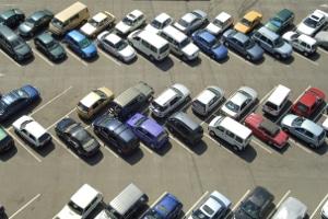 Welcher Seitenabstand muss beim Parken eingehalten werden?