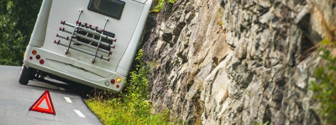 Sekundenschlaf: Ein Unfall geschieht häufig, weil Fahrer von der Fahrbahn abkommen.