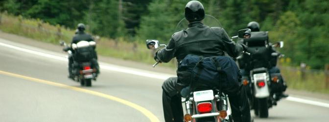 Der einzuhaltende Sicherheitsabstand auf der Landstraße  soll für ein geringeres Unfallrisiko sorgen.