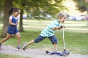 Spielstraße: Hier ist besondere Vorsicht geboten, weil Kinder auf die Fahrbahn laufen könnten.
