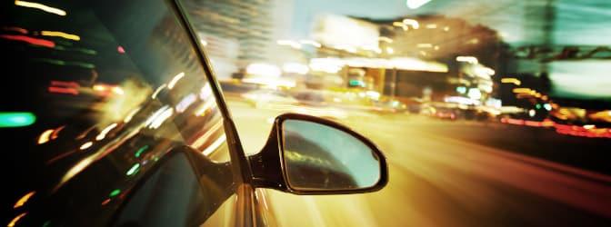 Sowohl mobile als auch stationäre Blitzer können in Schweden im Straßenverkehr lauern.