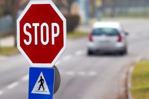 Stoppschild überfahren: In der Probezeit gilt dies als A-Verstoß.