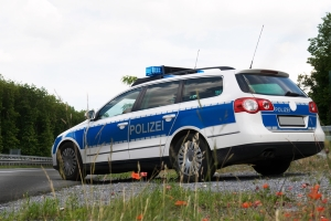Eine Strafe für Fahrerflucht kann durch das sofortige Informieren der Polizei verhindert werden.