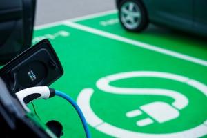 Droht nur ein Strafzettel, wenn ein Elektro-Parkplatz unerlaubt genutzt wird?