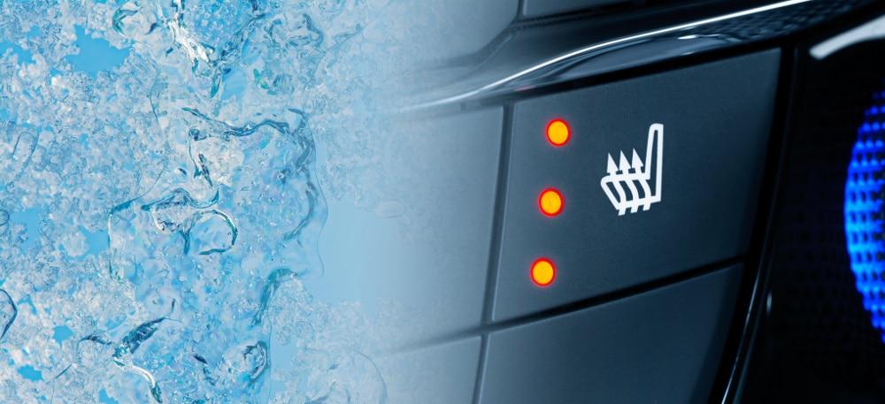 Gemäß StVO ist das Parken mit laufendem Motor verboten. Sie sollten sich daher nach Alternativen für ein warmes Auto umsehen.
