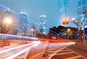 Der Toleranzabzug vom Blitzer in einer 30-Zone hängt von der gefahrenen Geschwindigkeit ab.
