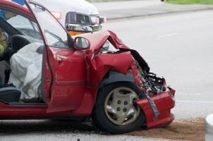 Bei einem Totalschaden zahlt die Vollkasko meist nur noch den Restwert des Autos