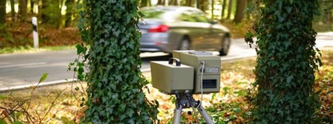 Der Traffipax SpeedoPhot ist ein mobiles Geschwindigkeitsmessgerät.