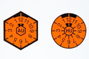 HU-Plakette: Den nächsten Termin zum TÜV können Sie hier ablesen.