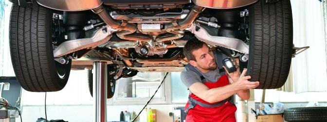 Wenn die Hauptuntersuchung Mängel aufdeckt, muss das Fahrzeug zur TÜV-Nachprüfung.