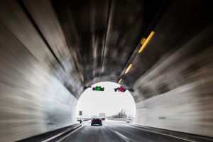Was können Sie tun, um zu vermeiden, dass sich im Tunnel ein Unfall ereignet?