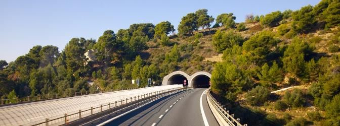Sie sollten noch vor der Einfahrt in den Tunnel die jeweiligen Verkehrszeichen beachten.