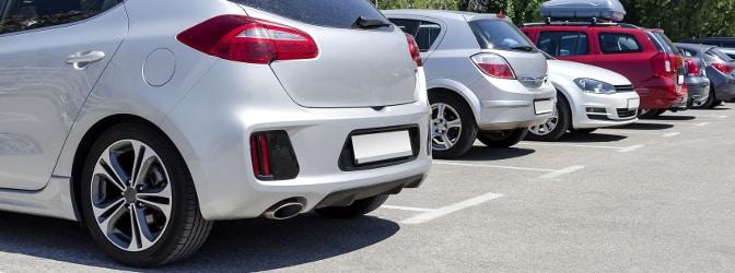 Nach einem Autokauf muss der Käufer seinen neu erworbenen Wagen nach Hause bringen - häufig benötigt er dazu ein Überführungskennzeichen.