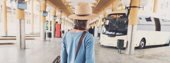 Überfüllte Busse zeichnen sich etwa durch ein verändertes Bremsverhalten und eine geringere Fahrsicherheit aus.