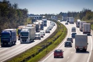 Eine Überschreitung der Höchstgeschwindigkeit außerhalb geschlossener Ortschaften ist nicht überall möglich.