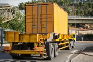 Überstehende Ladung darf die gesetzlich festgelegte maximale Höhe nicht überschreiten.