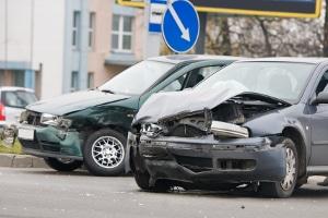 Unfall in der Probezeit? Auch die Schweiz schreibt eine Haftpflichtversicherung vor, für Fahranfänger gibt es jedoch spezielle Regeln.