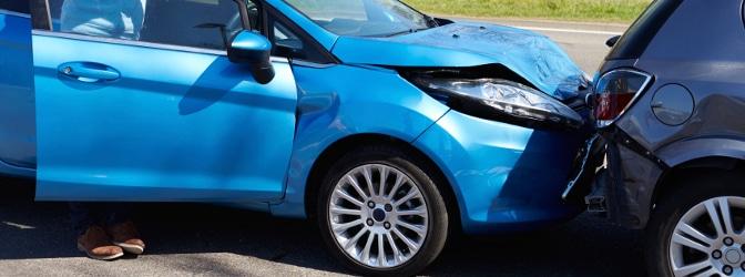 Ein Unfall im Kreisverkehr geschieht häufig durch Auffahren.