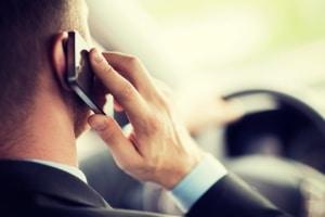 Welche Sanktionen erwarten Sie bei einem Unfall wegen Handy am Steuer?