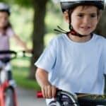 Die Verkehrserziehung mit dem Fahrrad findet nicht nur in der Schule statt.